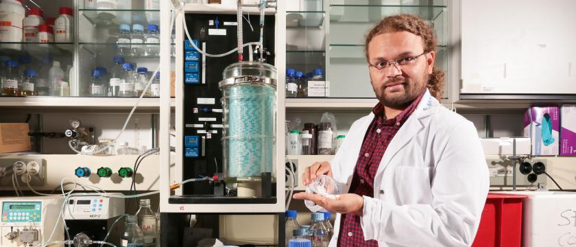 Kumar Abhishek develops new additives in the lab. Credit: EPFL