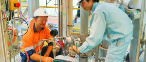 CSIRO's Aaron Cottrell and IHI's Jun Arakawa at work on the PICA post-combustion capture project. Photo: CSIRO